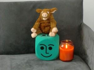 Schweinehund mit Kerze und Stimmungsblock